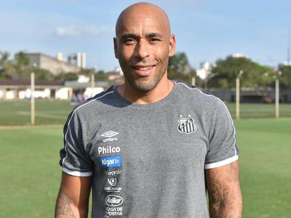 Ex-goleiro recebeu o benefício de cumprir pena em regime aberto (Foto: Divulgação/Santos)