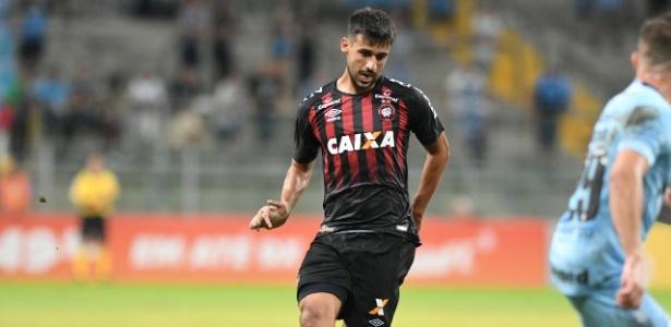Camacho comentou passagem de Diniz pelo Furacão e aposta em reação depois da Copa