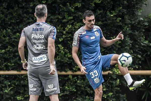 Recuperado de lesão, Pituca pode ser a novidade na equipe titular (Foto: Ivan Sorti/Santos)