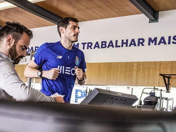 De volta aos treinamentos, goleiro do Porto ainda não sabe se jogará profissionalmente (Foto: Divulgação)
