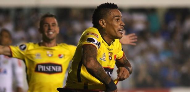 Jonatan Álvez comemora gol do Barcelona-EQU contra o Santos na Vila Belmiro