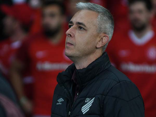 Ex-treinador do Athletico Paranaense afirmou que só agora ouvirá propostas. Foto: Athletico/Divulgação