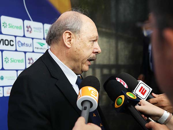 José Carlos Peres criticou a postura do vice, Orlando Rollo. Foto: Pedro Ernesto Guerra Azevedo/Santos FC