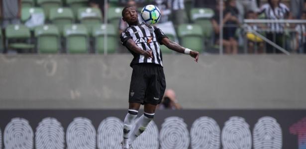 Emerson, lateral do Atlético-MG, pode deixar o clube para defender as cores do Real Betis. Foto: Pedro Vale/AGIF/Via UOL