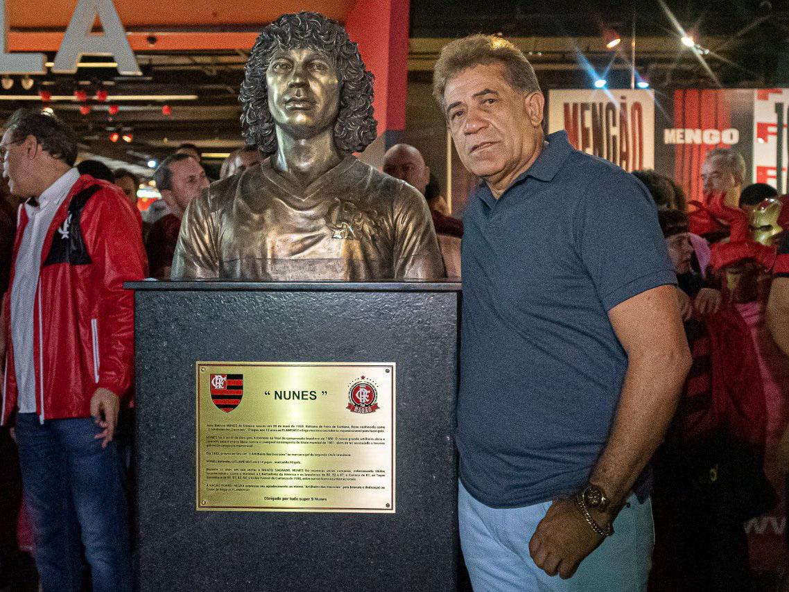 Nunes foi homenageado pela direção flamenguista na Gávea. Foto: Flamengo/Divulgação