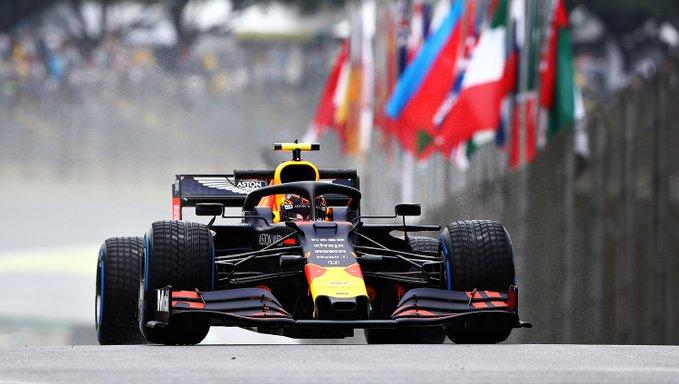 Pista molhada foi um desafio no começo dos trabalhos para o GP do Brasil. Foto: Aston Martin Red Bull Racing