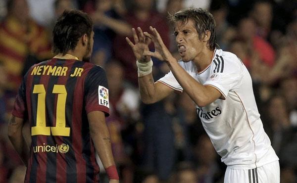 É impressionante, mas nunca tivemos um jogador tão massacrado em campo como Neymar no concreto e no abstrato