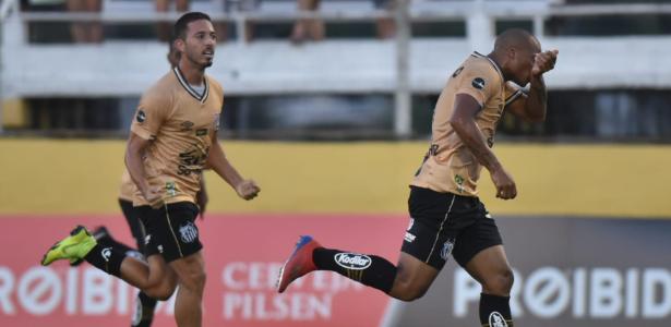 Uruguaio fez dois gols contra o Bragantino. Foto: Divulgação/Santos FC