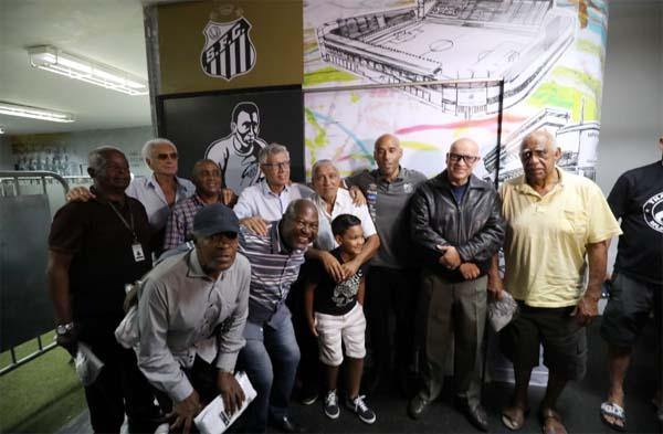 Ex-jogadores compareceram à Vila Belmiro. Foto: Pedro Ernesto Guerra Azevedo