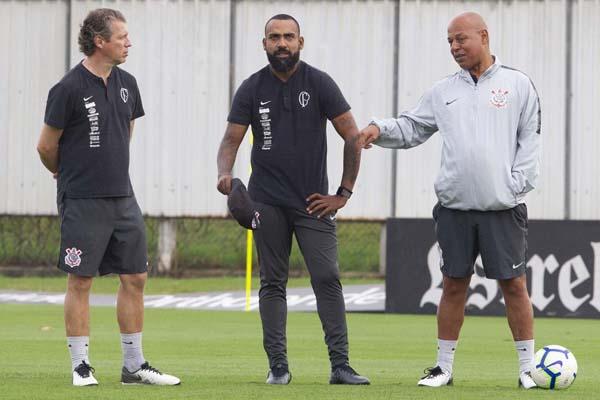 Dyego Coelho (centro) comanda mais uma vez a equipe alvinegra. Foto: Daniel Augusto Jr. / Agência Corinthians