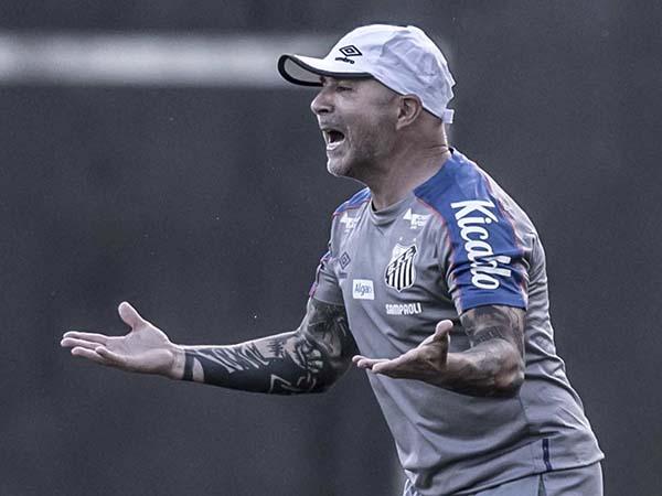 Técnico argentino demonstra respeito pela história do Peixe. Foto: Ivan Storti/Santos FC