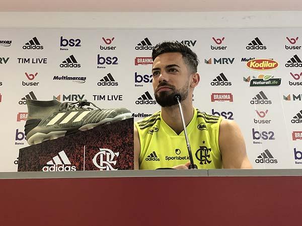 Defensor espanhol usou o jogo contra o River para afirmar que o Fla pode encarar o Liverpool de igual para igual. Foto: Twitter/Reprodução