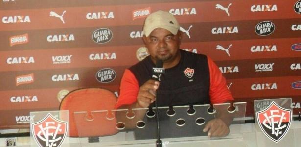 Zé Roberto ainda se apresentava como representante da escolinha do Vitória