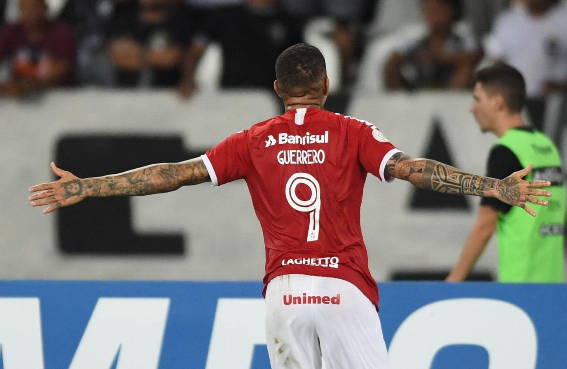 Com o triunfo, o Inter abriu 5 pontos para o Goiás na luta pelo G-8. Foto: Divulgação