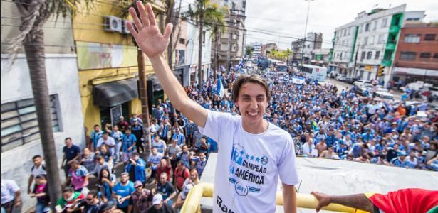 Pedro Geromel na festa da Libertadores; zagueiro deixou claro que quer permanecer