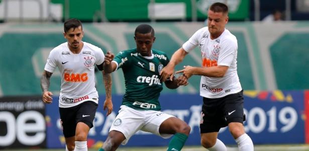 Carlos Eduardo jogou mal no clássico e saiu no intervalo. Foto: Daniel Vorley/AGIF/Via UOL