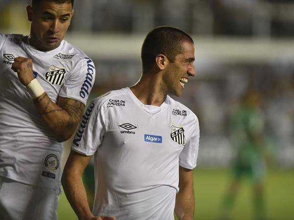 Meia-armador marcou o segundo gol do Peixe na vitória sobre a Chape. Foto: Ivan Storti/Santos FC