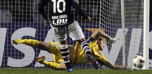 Diego Souza ficou marcado por gol perdido contra o Corinthians em 2012. Foto: AP Photo/Andre Penner/Via UOL