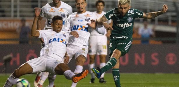 Lucas Lima saiu vaiado de campo aos ser substituído no final da partida