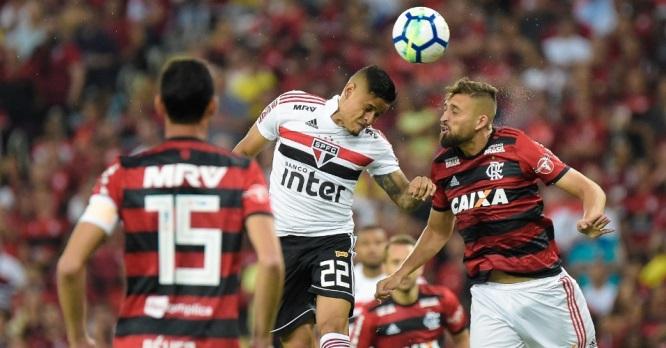 Na volta do Brasileirão, São Paulo vence líder Flamengo e esquenta a briga na ponta da tabela
