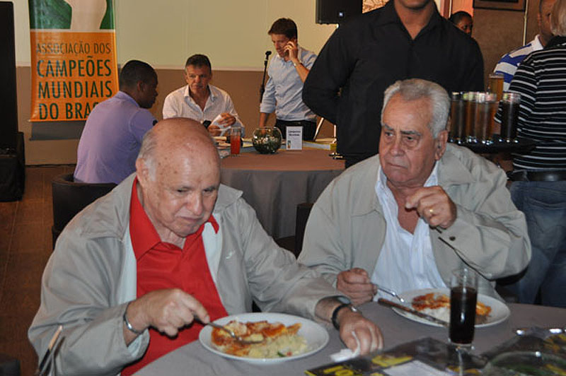 Pepe e o saudoso Zito provam ravióli em 2013. Foto: Marcos Júnior Micheletti/Portal TT