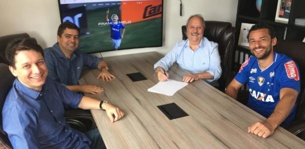 Fred assinou com o Cruzeiro em dezembro de 2017 após rescindir com o Atlético-MG. Foto: Divulgação/Via UOL