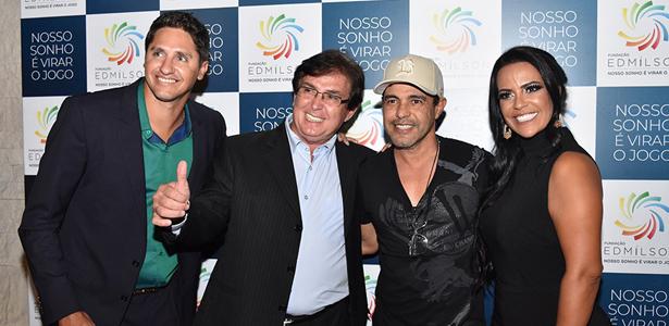 Edmilson ao lado do prefeito de Taquaritinga, Vanderlei Mársico , Zezé di Camargo e Siméia Moraes. Foto: Divulgação