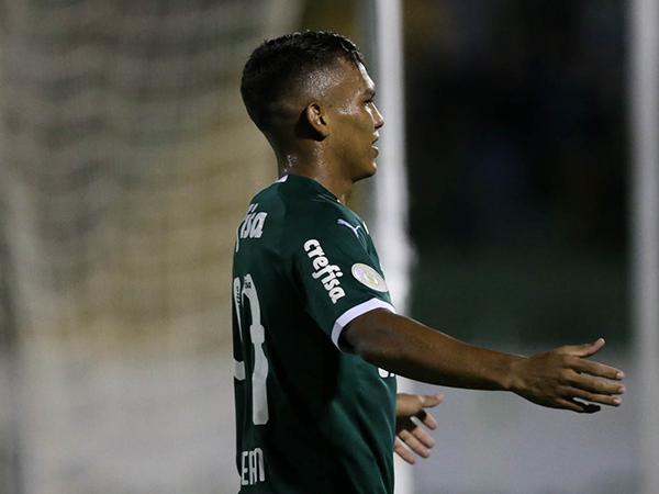 Revelação do Verdão, Gabriel Verón trocou camisas com o ídolo da Argentina. Foto: Cesar Greco/Ag Palmeiras/Divulgação