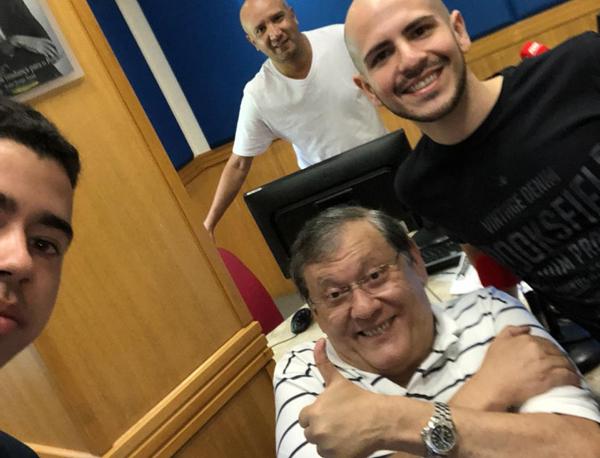 Milton Neves comanda o programa na Rádio Bandeirantes