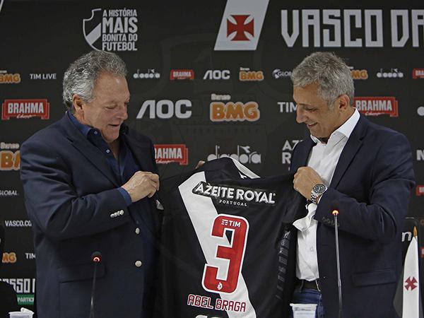 Novo treinador vascaíno disse ter parcela de responsabilidade no sucesso do Mengão. Foto: Twitter/Divulgação