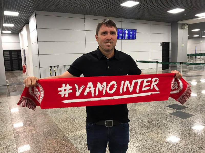 Treinador desembarcou em Porto Alegre na noite da última quarta-feira. Foto: Rafael Antoniutti/Internacional