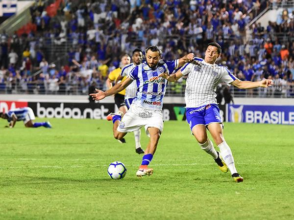 Lateral direito defenderá a Ponte Preta na próxima temporada. Foto: CSA/Divulgação