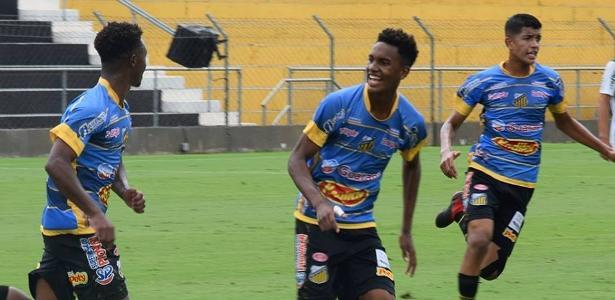 Atacante Cauê Santos (centro) comemora gol pelo Novorizontino. Foto: Divulgação/Novorizontino