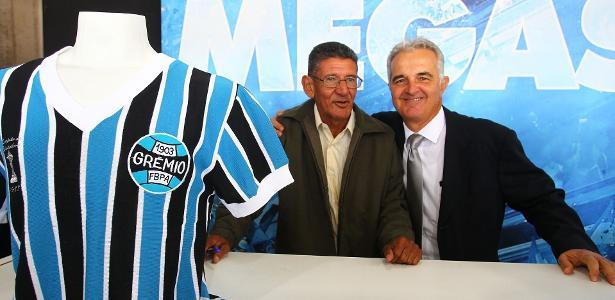 Caio, na foto de óculos, ao lado do antigo companheiro Tita. Foto: Lucas Uebel/Grêmio