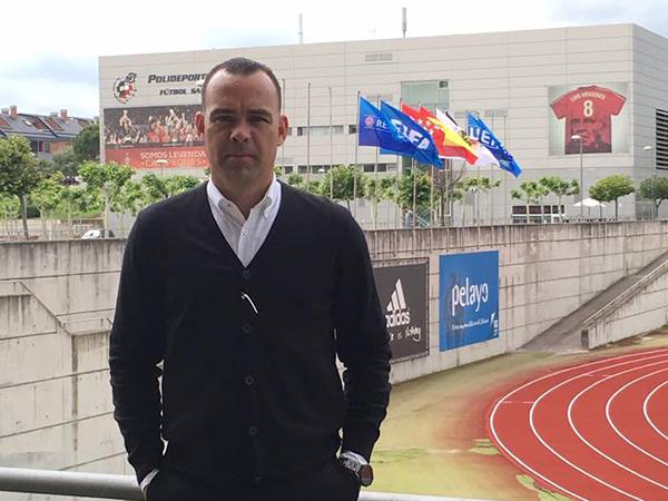 Técnico venezuelano chega com contrato de dois anos. Foto: Twitter/Reprodução
