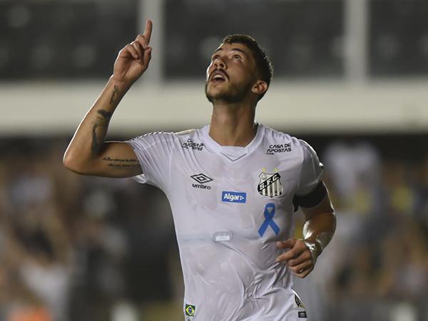 Defensor chega com contrato de quatro anos no Mengão. Foto: Ivan Storti/Santos FC