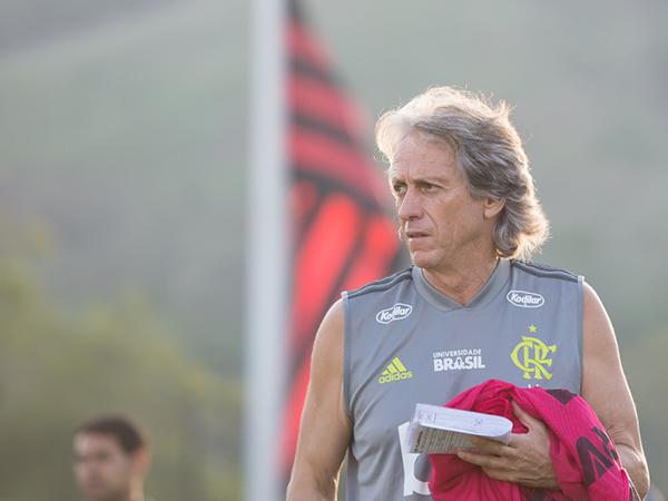Treinador português afirmou que o Mengão poderia lucrar mais com suas vendas. Foto: Alexandre Vidal / Flamengo