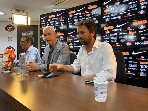 Novo treinador corintiano ainda destacou que pretende utilizar Danilo Avelar na zaga. Foto: Corinthians/Divulgação