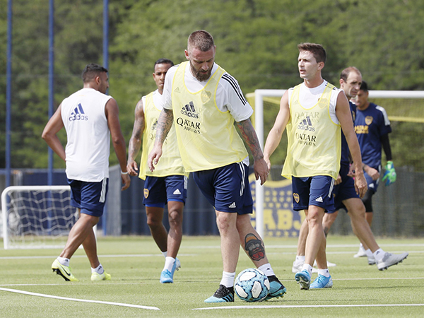 Volante italiano disputou sete partidas com a camisa do clube argentino. Foto: Twitter/Reprodução