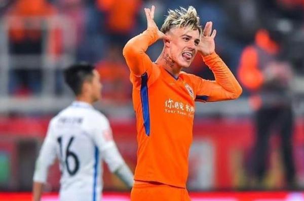 O atacante tem contrato com o Shandong Luneng. (Foto: Reprodução)