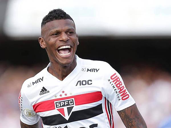 Zagueiro tricolor foi multado pela direção do clube. Foto: Rubens Chiri/sãopaulofc.net