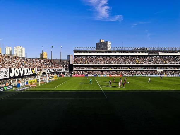 José Carlos Peres explicou conversas para encaminhar a reforma do estádio santista. Foto: Santos/Divulgação