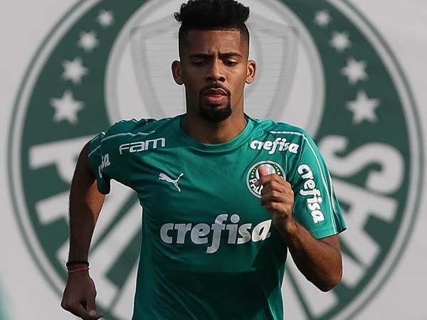 Próximo de ser anunciado pelo Barça, o jogador do Verdão não deve integrar a equipe principal. Foto: Cesar Greco / Ag Palmeiras