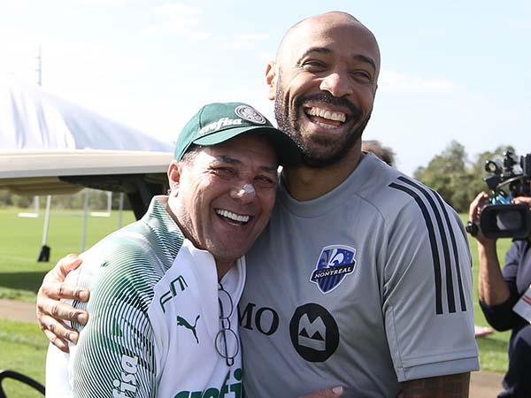 Henry acompanhou o treino do Verdão e conversou com Luxemburgo. Foto: Palmeiras/Divulgação