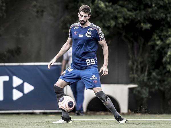 Luan Peres afirmou que o técnico português chegou ao clube conhecendo todas as peças. Foto: Ivan Storti/Santos FC