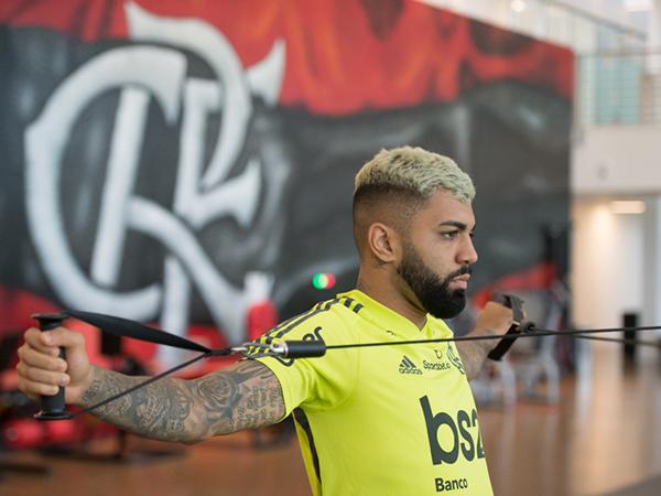 Camisa 9 registrou seus treinos individuais em uma academia. Foto: Alexandre Vidal/Flamengo