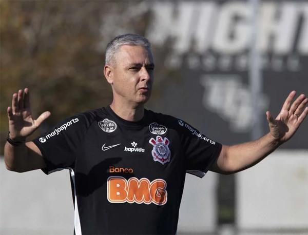 Em entrevista à Globo, treinador do Timão falou da chateação com o dirigente do Furacão. Foto: Daniel Augusto Jr./Ag. Corinthians
