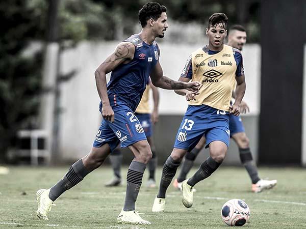 Zagueiro alvinegro sofreu um estiramento no ligamento do joelho. Foto: Ivan Storti/Santos FC
