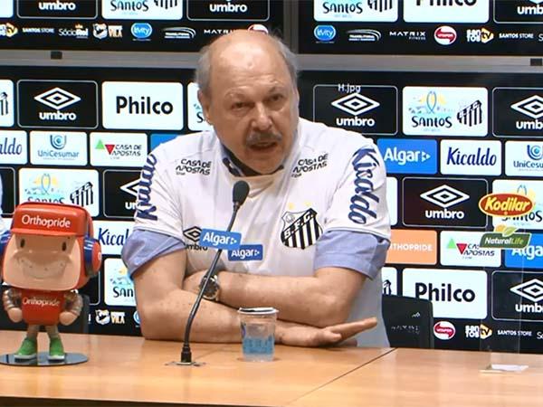 Presidente do Peixe afirmou que o novo técnico está avaliando o elenco antes de pedir contratações. Foto: Santos TV/Reprodução