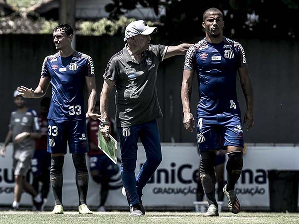 Treinador português promete Santos equilibrado. Foto: Ivan Storti/Santos FC